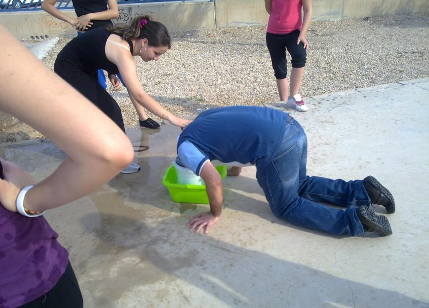 cubo 4 ¿Cómo enseñar a 35ºC? Metiendo la cabeza en un cubo.