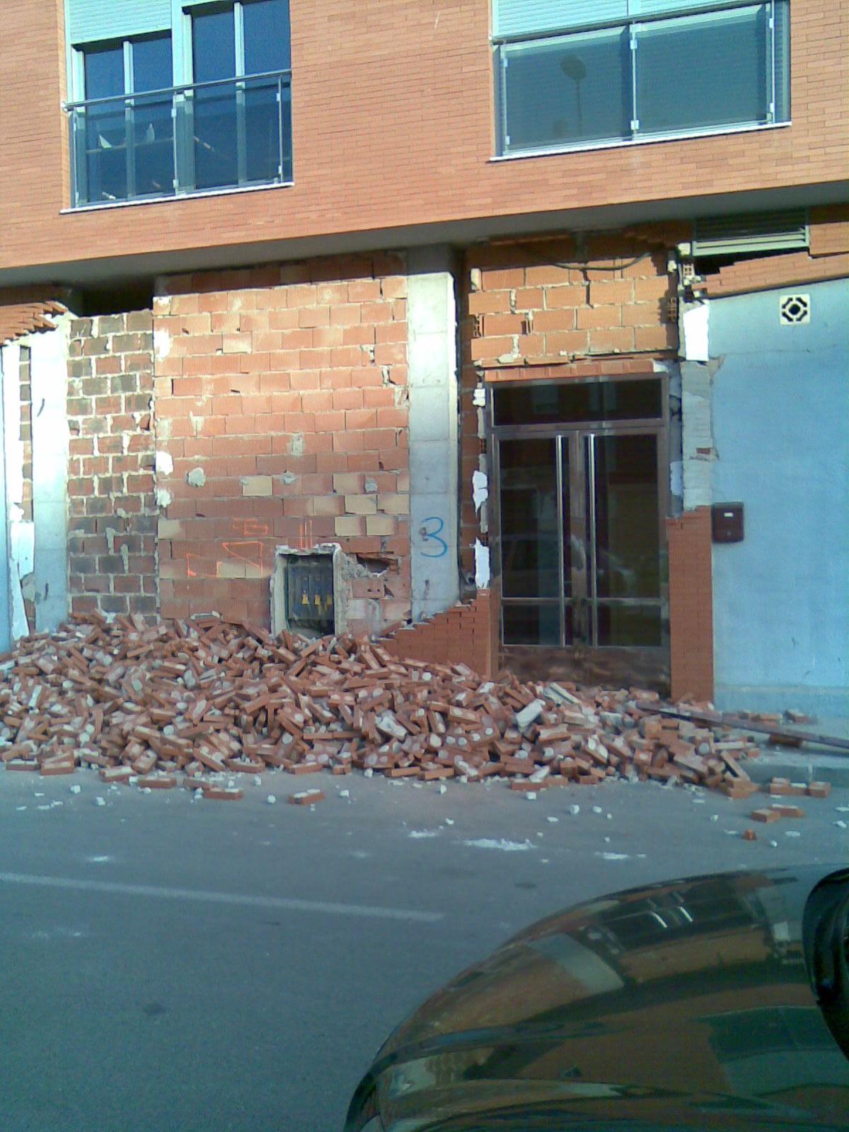 portal destruido Donde ha habido terremotos, habrá terremotos.