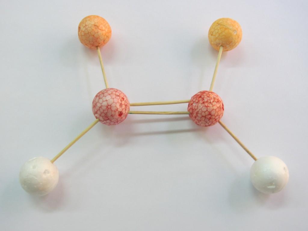 cis 1024x768 Menos es más: modelos de bolitas y palillos (de dientes) para hacer moléculas en 3º de la ESO.