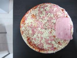 IMG 4066 266x200 ¿Cómo dividir una pizza para comer la misma cantidad de masa?