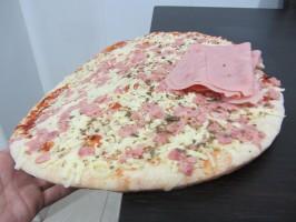 IMG 4069 266x200 ¿Cómo dividir una pizza para comer la misma cantidad de masa?