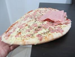 IMG 4070 266x200 ¿Cómo dividir una pizza para comer la misma cantidad de masa?