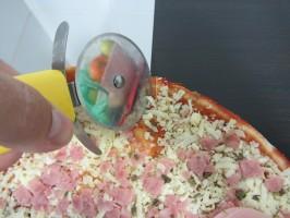 IMG 4072 266x200 ¿Cómo dividir una pizza para comer la misma cantidad de masa?